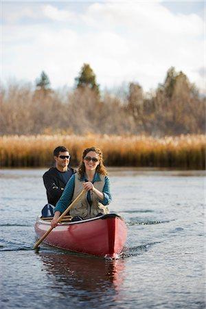 Couple Canoeing on the Deschutes River, Bend, Oregon, USA Stock Photo - Premium Royalty-Free, Code: 600-02669363