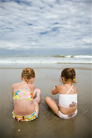 Girls Sitting on Beach, Cape Hatteras, North Carolina, USA Stock Photo - Premium Royalty-Free, Code: 600-02660011