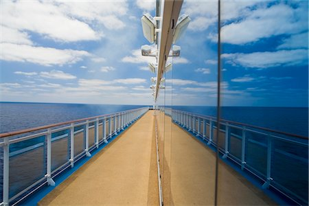 Reflection of Ocean and Deck in Cruise Ship Windows Stock Photo - Premium Royalty-Free, Code: 600-02671102