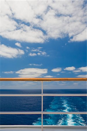 View of Ocean from Railing at Stern of Cruise Ship Stock Photo - Premium Royalty-Free, Code: 600-02671111
