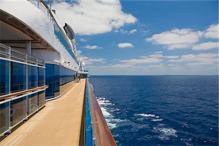 View Along Railing of Cruise Ship Stock Photo - Premium Royalty-Free, Code: 600-02671112