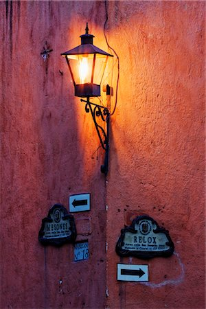 Street Lamp, San Miguel de Allende, Guanajuato, Mexico Stock Photo - Premium Royalty-Free, Code: 600-02694291