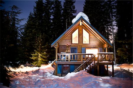 Log Cabin at Night Stock Photo - Premium Royalty-Free, Code: 600-02700344