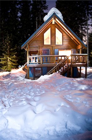 Log Cabin at Night Stock Photo - Premium Royalty-Free, Code: 600-02700345