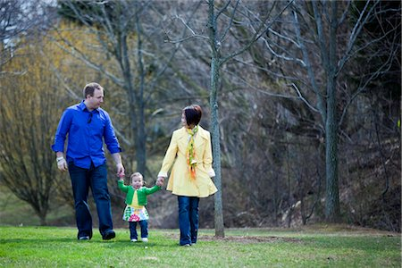 Family Walking in the Park, Bethesda, Maryland, USA Stock Photo - Premium Royalty-Free, Code: 600-02702740