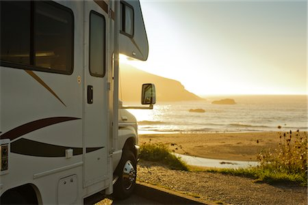 Motor Home Parked by the Ocean at Dusk, Harris Beach State Park, Brookings, Oregon, USA Stock Photo - Premium Royalty-Free, Code: 600-02786806
