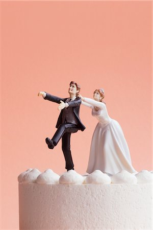 running away scared - Wedding Cake Figurines, Bride Grabbing Runaway Groom Stock Photo - Premium Royalty-Free, Code: 600-02801226