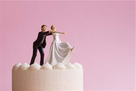 running away scared - Wedding Cake Figurines, Groom Grabbing Runaway Bride Stock Photo - Premium Royalty-Free, Code: 600-02801227