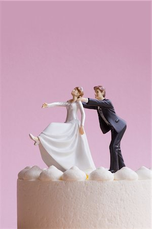 running away scared - Wedding Cake Figurines, Groom Grabbing Runaway Bride Stock Photo - Premium Royalty-Free, Code: 600-02801228