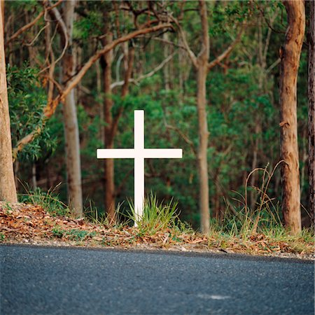 religious cross nobody - Cross beside Highway Indicating Road Accident Death Stock Photo - Premium Royalty-Free, Code: 600-02885926