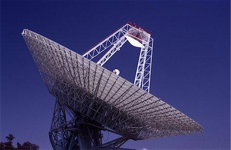 radio telescope - Satellite Receiving Dish Stock Photo - Premium Royalty-Free, Code: 600-02886388