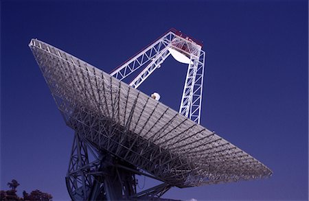 radio telescope - Satellite Receiving Dish Stock Photo - Premium Royalty-Free, Code: 600-02886388