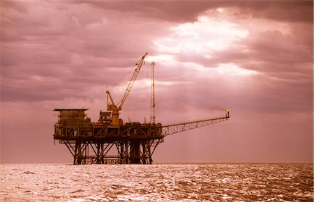 Oil & Gas Off-Shore Oil Platform Stock Photo - Premium Royalty-Free, Code: 600-02886602