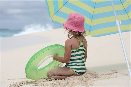 Little Girl Playing on the Beach, Paradise Island, Bahamas Stock Photo - Premium Royalty-Free, Code: 600-02967520