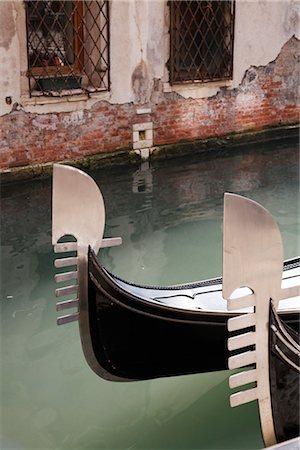 Gondola on Canal, Venice, Italy Stock Photo - Premium Royalty-Free, Code: 600-03014951