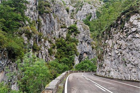 Road through Desfiladero de los Beyos, Asturias, Spain Stock Photo - Premium Royalty-Free, Code: 600-03015063