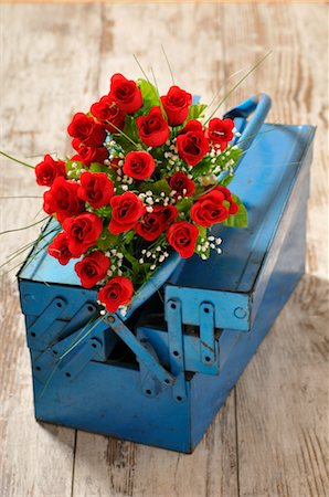 Bouquet of Roses and Toolbox Stock Photo - Premium Royalty-Free, Code: 600-03284192