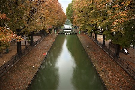Canal de l'Ourcq, Paris, Ile-de-France, France Stock Photo - Premium Royalty-Free, Code: 600-03333605