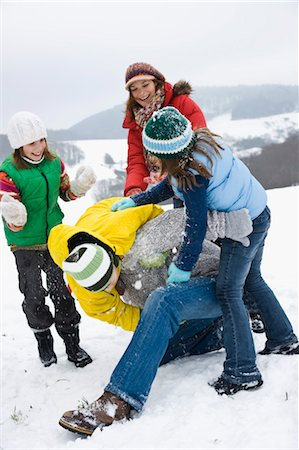 Family Playing Outdoors in Snow Stock Photo - Premium Royalty-Free, Code: 600-03404007