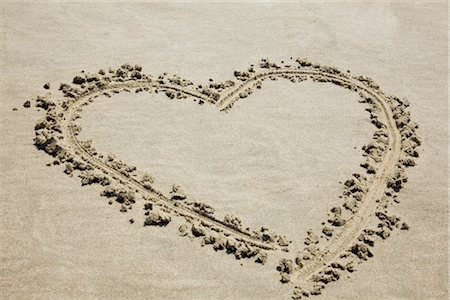 drawing (artwork) - Heart Drawn in Sand Stock Photo - Premium Royalty-Free, Code: 600-03404349