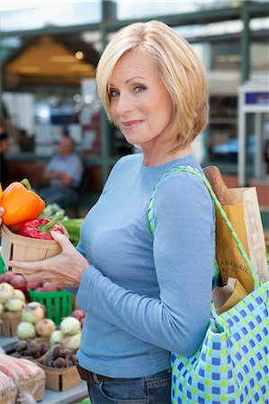 Portrait of Woman Grocery Shopping Stock Photo - Premium Royalty-Free, Code: 600-03502634