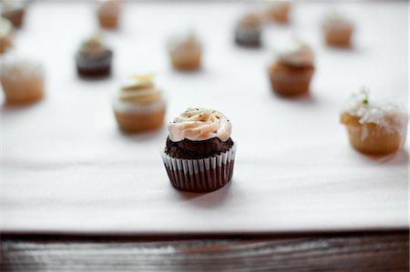 Chocolate and Vanilla Cupcakes Stock Photo - Premium Royalty-Free, Code: 600-03519149