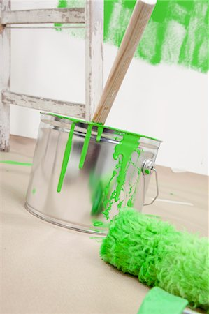 paint drips - Paint Can and Paint Roller Stock Photo - Premium Royalty-Free, Code: 600-03537943