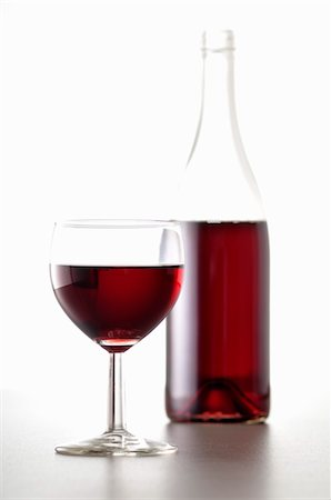 Bottle and Glass of Red Wine Stock Photo - Premium Royalty-Free, Code: 600-03587149