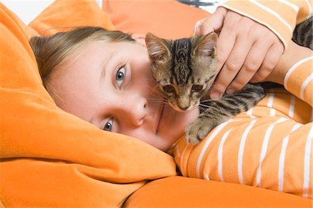 Little Girl Holding Kitten, Dusseldorf, North Rhine-Westphalia, Germany Stock Photo - Premium Royalty-Free, Code: 600-03615853