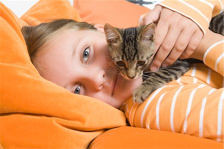 Little Girl Holding Kitten, Dusseldorf, North Rhine-Westphalia, Germany Stock Photo - Premium Royalty-Free, Code: 600-03615853