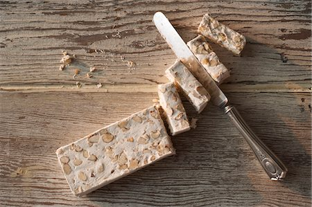 Torrone with Knife Stock Photo - Premium Royalty-Free, Code: 600-03638788