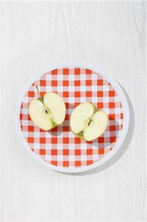 Apple Halves on Plate Stock Photo - Premium Royalty-Free, Code: 600-03682060