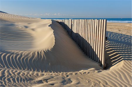 Sand Fence at Beach near Cadiz, Costa De La Luz, Cadiz Province, Andalusia, Spain Foto de stock - Sin royalties Premium, Código: 600-03682245