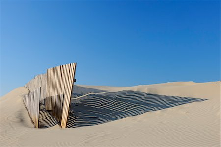 Sand Fence at Beach near Cadiz, Costa De La Luz, Cadiz Province, Andalusia, Spain Foto de stock - Sin royalties Premium, Código: 600-03682247