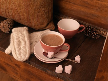 Hot Chocolate and Mittens on Bench Stock Photo - Premium Royalty-Free, Code: 600-03692039