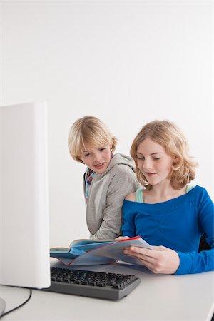 Teenagers using Computer Stock Photo - Premium Royalty-Free, Code: 600-03734634