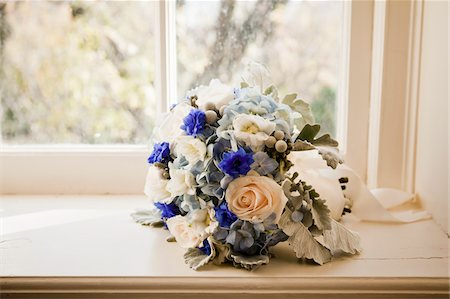 Bouquet on Window Sill Stock Photo - Premium Royalty-Free, Code: 600-03737664