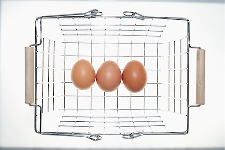 Eggs in Shopping Basket Stock Photo - Premium Royalty-Free, Code: 600-03738176