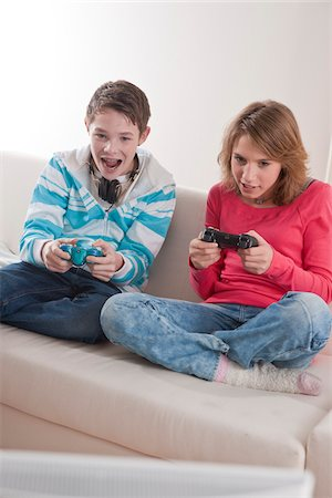Teenagers Playing Video Games, Mannheim, Baden-Wurttemberg, Germany Stock Photo - Premium Royalty-Free, Code: 600-03738194