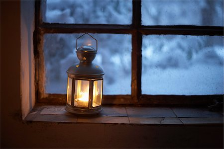 Lantern on Window Sill, Hamburg, Germany Stock Photo - Premium Royalty-Free, Code: 600-03738798