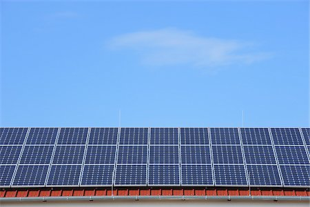 energia - Solar Panels on Roof, Hesse, Germany Fotografie stock - Premium Royalty-Free, Codice: 600-03762425