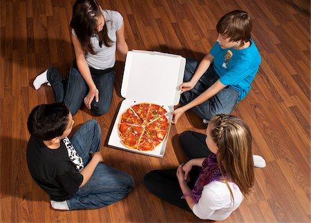Children Eating Pizza Stock Photo - Premium Royalty-Free, Code: 600-03799497