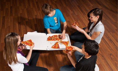 Children Eating Pizza Stock Photo - Premium Royalty-Free, Code: 600-03799498