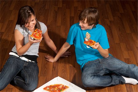 Children Eating Pizza Stock Photo - Premium Royalty-Free, Code: 600-03799501