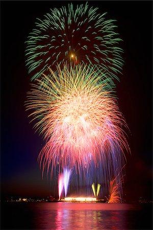 exploding - Fireworks, English Bay, Vancouver, British Columbia, Canada Stock Photo - Premium Royalty-Free, Code: 600-03814509