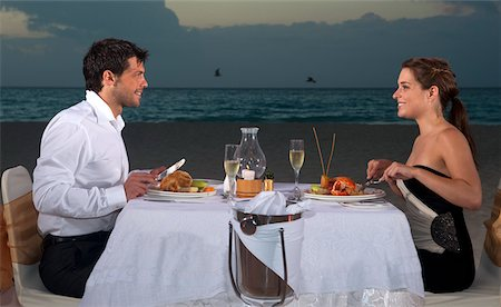 Couple Dining on Beach, Reef Playacar Resort and Spa, Playa del Carmen, Mexico Stock Photo - Premium Royalty-Free, Code: 600-03849717