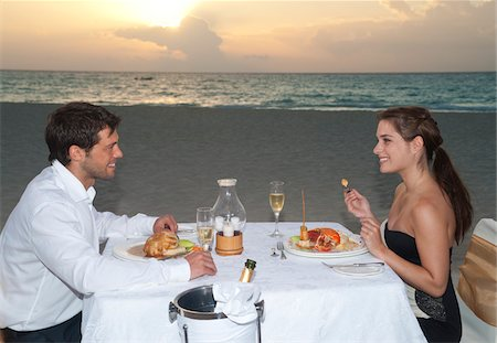 Couple Dining on Beach, Reef Playacar Resort and Spa, Playa del Carmen, Mexico Stock Photo - Premium Royalty-Free, Code: 600-03849720