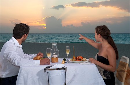 Couple Dining on Beach, Reef Playacar Resort and Spa, Playa del Carmen, Mexico Stock Photo - Premium Royalty-Free, Code: 600-03891052