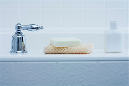 Bath Products on edge of Tub and Tap Stock Photo - Premium Royalty-Free, Code: 600-03891280