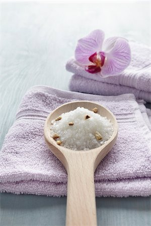 Bath Salts and Orchid on Towels Stock Photo - Premium Royalty-Free, Code: 600-03907469